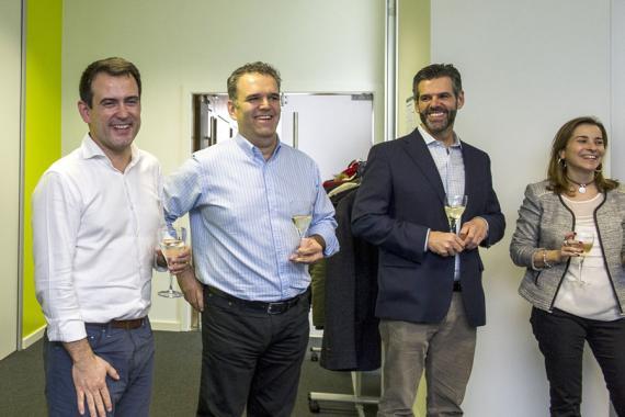 César Oteiza (i), Jesús Encinar (2i) y Fernando Encinar (2d), fundadores de idealista en la inauguración de la oficina de Lisboa en 2015.