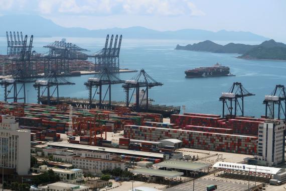 Terminal del puerto de Yantian, en la localidad de Shenzhen (China), cerrado el pasado mes de mayo por un brote de coronavirus