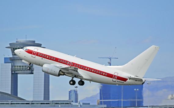 Un B737-600 de Janet Airlines despega desde Las Vegas.