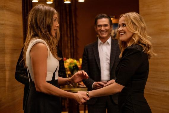 Jennifer Aniston, Billy Crudup y Reese Witherspoon en una escena de la segunda temporada de 'The Morning Show'.