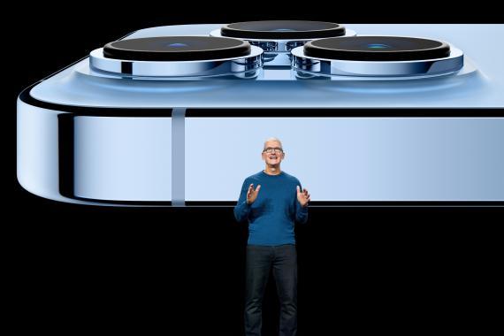 Tim Cook, CEO de Apple, durante la presentación del iPhone 13.