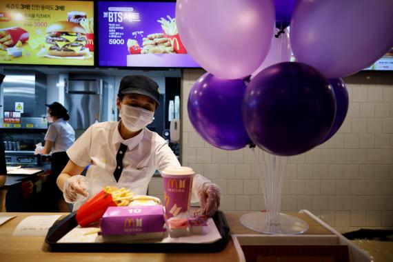 Así se vengan los empleados del McDonald's de los clientes bordes, según una extrabajadora de la cadena que también denuncia las condiciones laborales