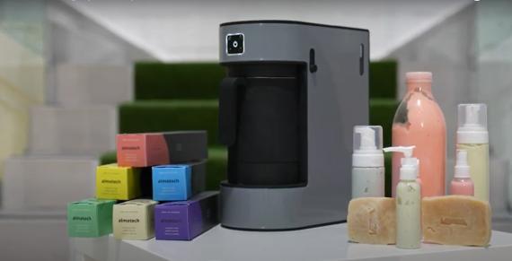 Una 'cafetera' de cápsulas que produce diferentes jabones y no genera residuos: el invento de una empresa española para reciclar el aceite usado