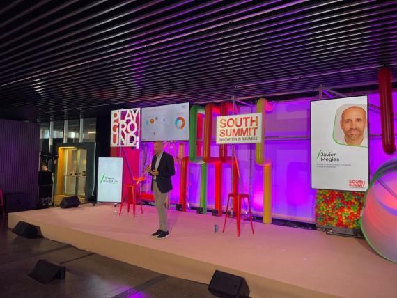 Javier Megías, de Fundación Innovación Bankinter, presentando los datos en el South Summit