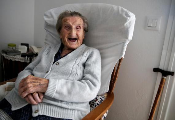 Maria Josefa Guillén, de 103 años,en su casa en Cazalla de la Sierra, Sevilla, el 18 de septiembre de 2016. A esa edad todavía no se considera supercentenaria.