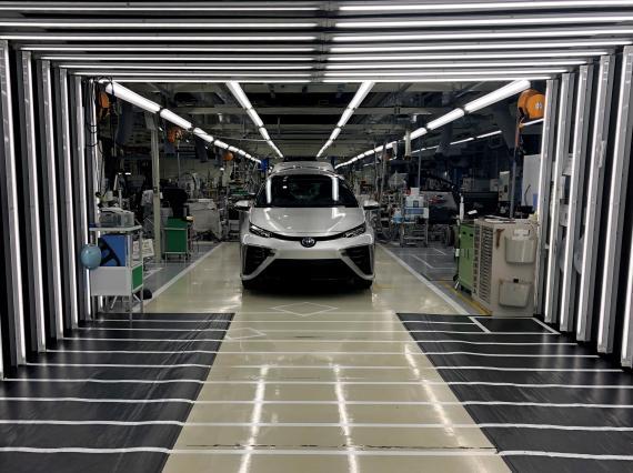 Un Toyota Mirai en una fábrica de la marca japonesa en Japón.