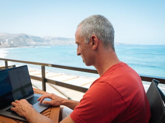 Pearlman trabajando desde casa