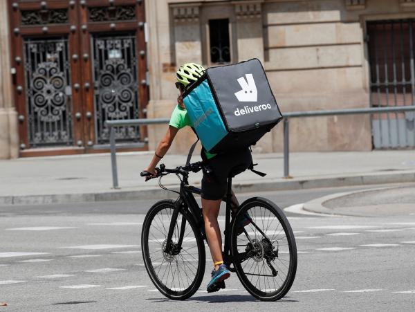 Un repartidor de Deliveroo, en Barcelona.