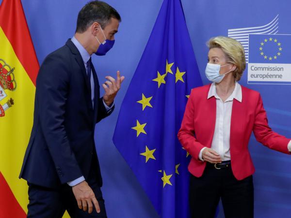 El presidente del Gobierno, Pedro Sánchez, junto a la presidenta de la Comisión Europea, Ursula von der Leyen.