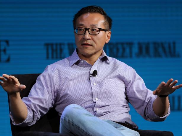 El vicepresidente de Alibaba, Joe Tsai, durante una conferencia.