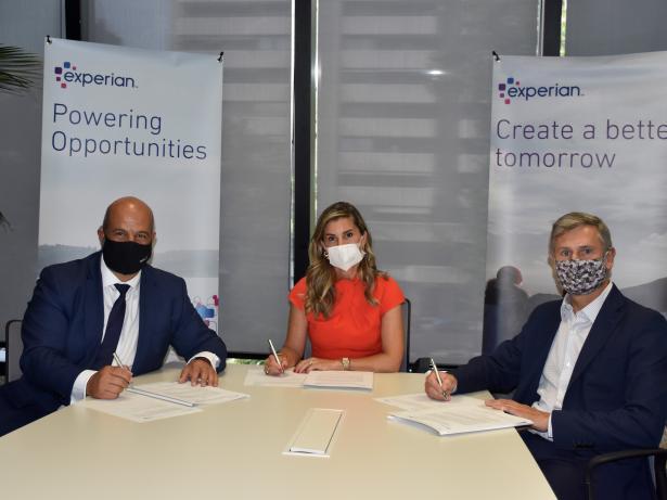 De izquierda a derecha: el CEO de Icired, Enrique Zarza, la CEO y presidenta de Experian España, Rita Estévez, y el presidente de Icired Impagados, Luis Bourgon.