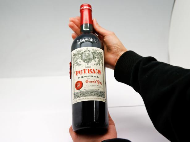 Botella Petrus 2000, un vino francés madurado en la Estación Espacial Internacional durante 14 meses.