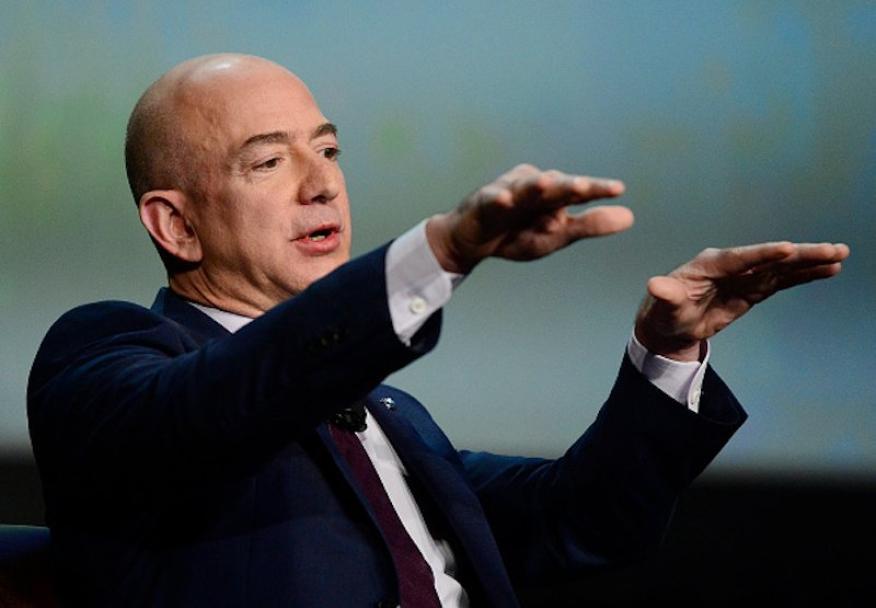 Jezz Bezos gesticula