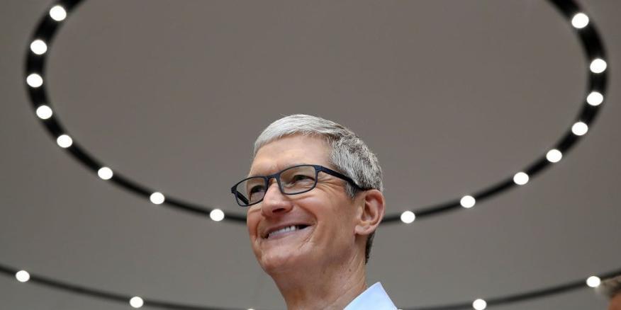 El CEO de Apple, Tim Cook, ha recibido una gran bonificación en 2017.