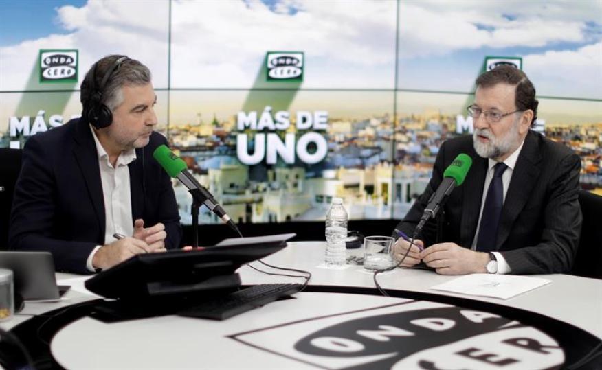 Mariano Rajoy, durante la entrevista que esta mañana ha mantenido con Carlos Alsina, la primera concedida desde las elecciones del 21D.