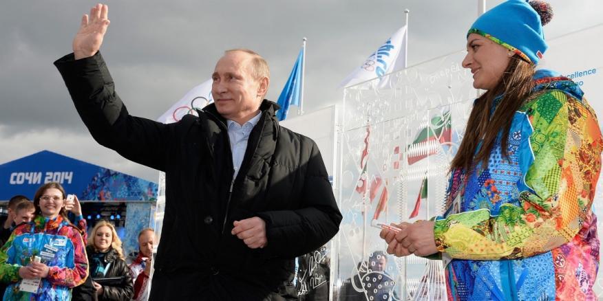 El Presidente de Rusia, Vladimir Putin, durante una visita a la Villa Olímpica de Sochi antes de la celebración de los Juegos Olímpicos de Invierno 2014.