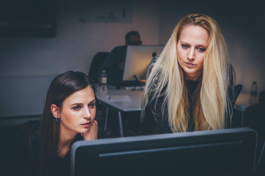 Mujeres en la oficina