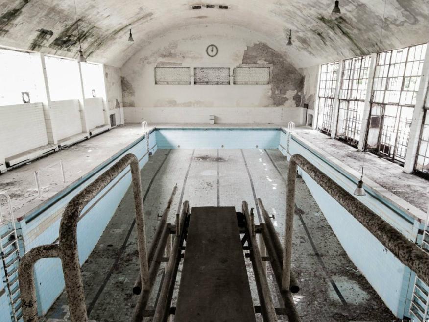 Hoy quedan pocas que recuerden al Reich alemán en la villa olímpica abandonada de los Juegos Olímpicos de 1936 en Berlín (Alemania).