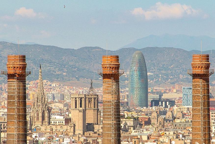 El Distrito 22@ de Barcelona, con la torre Agbar como emblema, se ha posicionado como espacio tecnológico de referencia para 'expats' del mundo