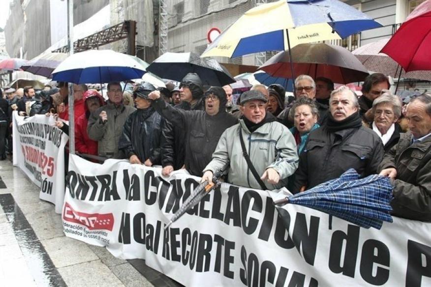 Los pensionistas han vuelto a pedir en la calle la subida de las pensiones.