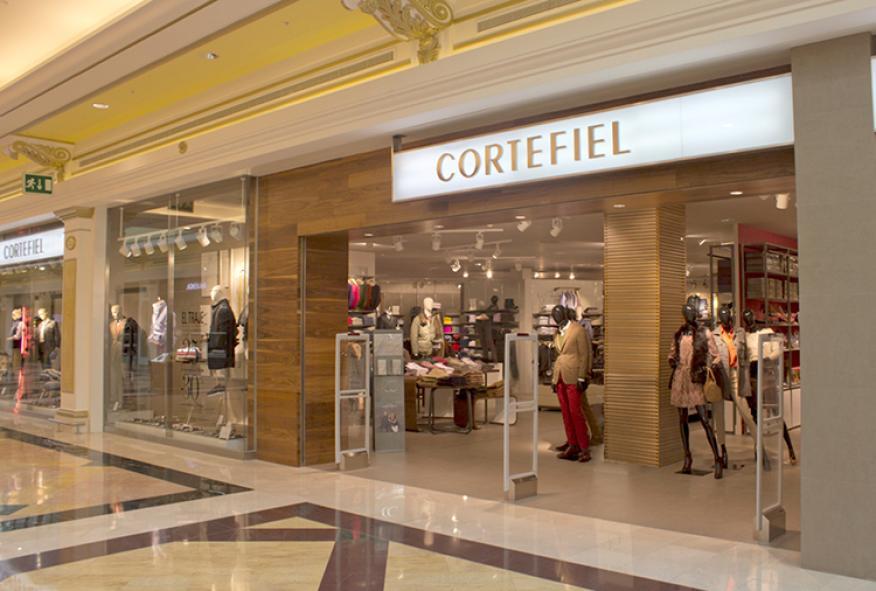 Fachada de una tienda de Cortefiel