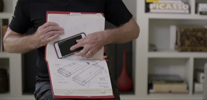 Marc Porat enseña los bocetos de principios de los años noventa en los que se puede ver un dispositivo casi idéntico al actual iPhone.