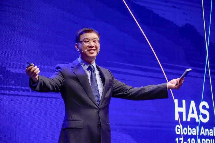 William Xu, Jefe de estratégia de Marketing de Huawei durante la XV Cumbre de analistas.
