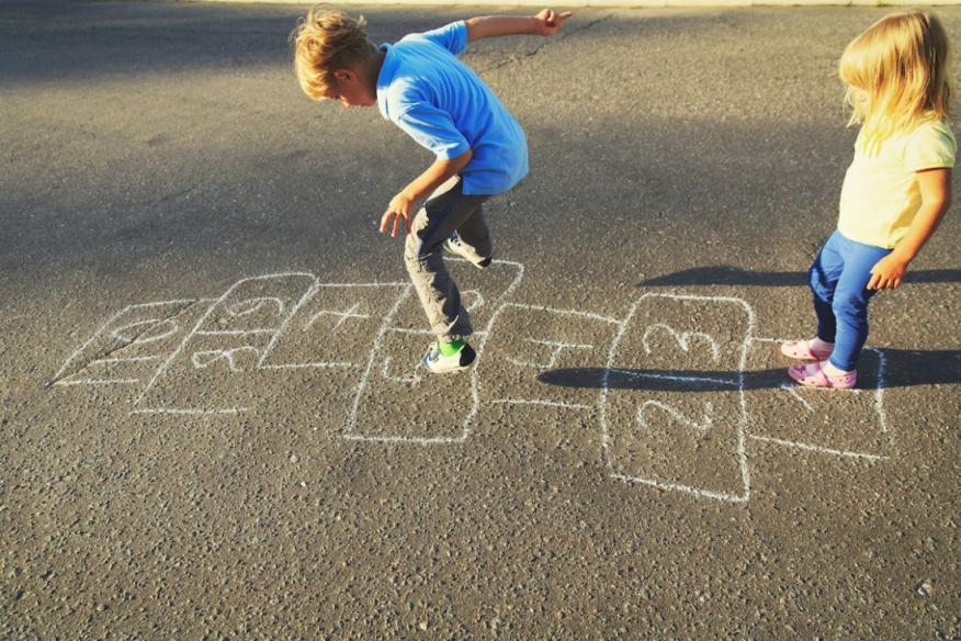 Alguna clase de juegos pueden hacer que los niños sean más inteligentes.