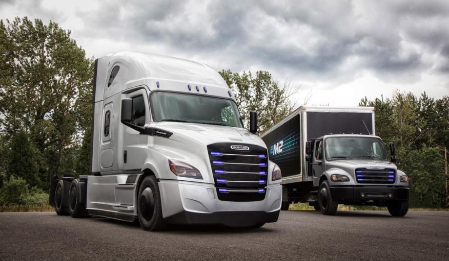 El Freightliner eCascadia tendrá la mitad de autonomía que el Tesla Semi.