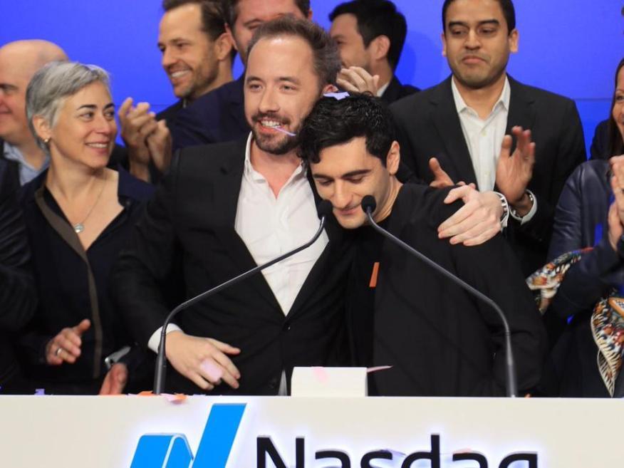 Los cofundadores de Dropbox Drew Houston y Arash Ferdowsi celebraron una esperada salida a bolsa en el NASDAQ en la ciudad de Nueva York el 23 de marzo de 2018.