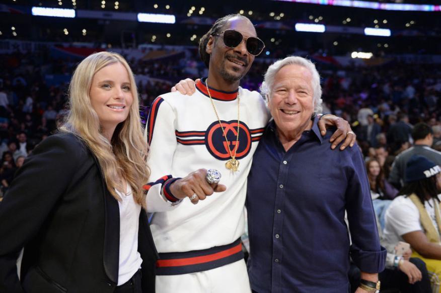 Kraft, junto a su novia y Snoop Dogg