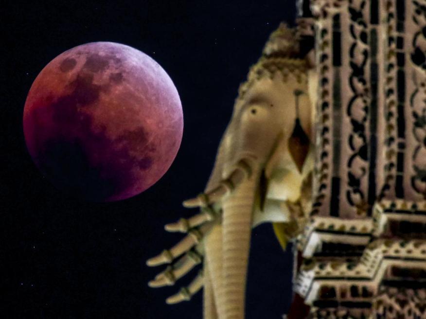 Eclipse total lunar visto desde Tailandia el 31 de enero de 2018