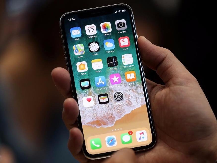 Este es el iPhone X, precioso, pero muy caro.