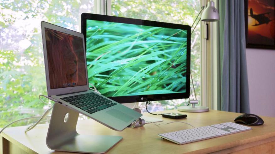 Una mesa ordenada puede hacerte sentir más productivo.