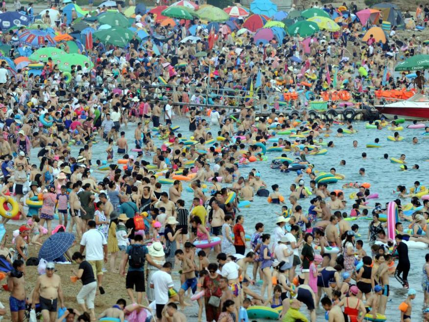 """No todos considerarían esta playa china un """"paraíso para los turistas"""""""