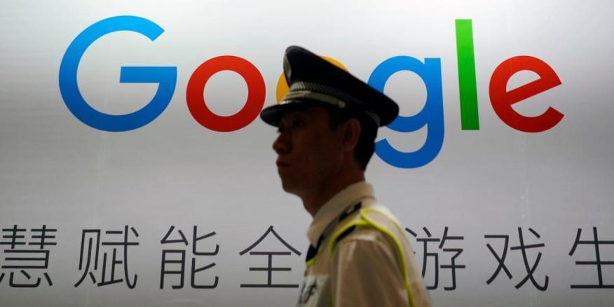 Los planes secretos de Google para lanzar un motor de búsqueda censurado en China todavía están en el aire. Aquí, el logo de Google se ve durante una conferencia en Shanghai en agosto de 2018.