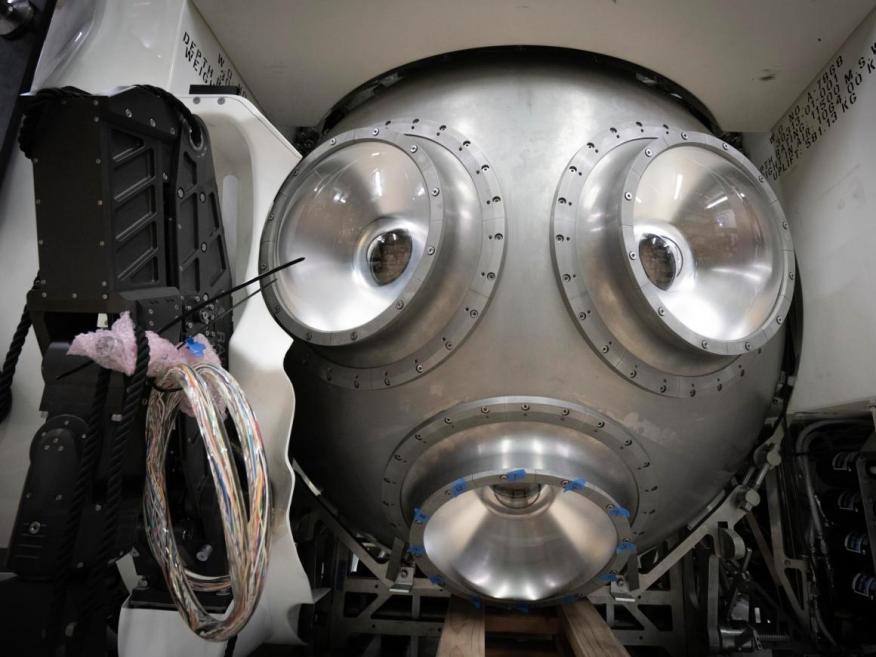 El submarino Triton 36,000 / 2 incluye tres vistas para que los pilotos vean el mar a su alrededor.