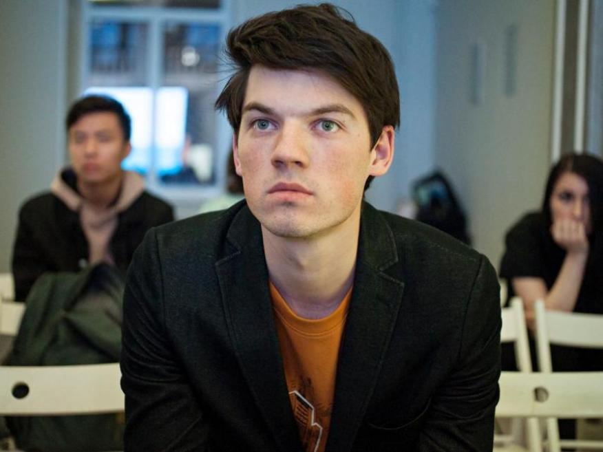 Hombre concentrado