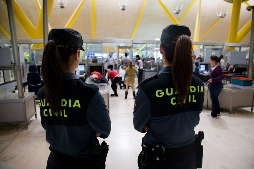 Mujeres de la Guardia Civil en el Aeropuerto de Madrid Barajas