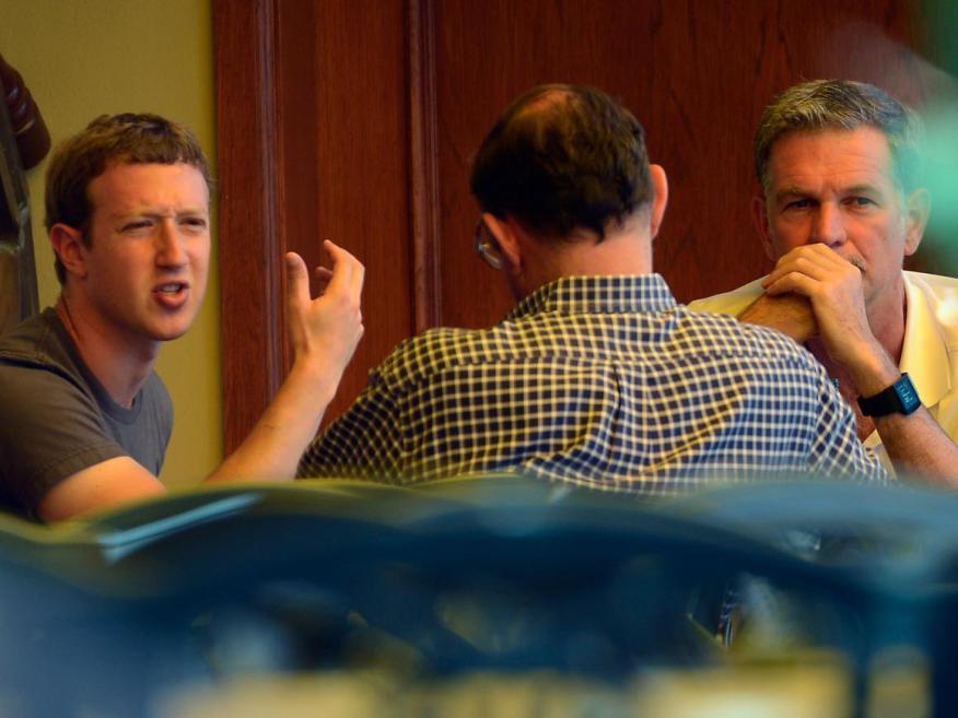 Mark Zuckerberg (izquierda), CEO de Facebook, y Reed Hastings (derecha), CEO de Netflix.