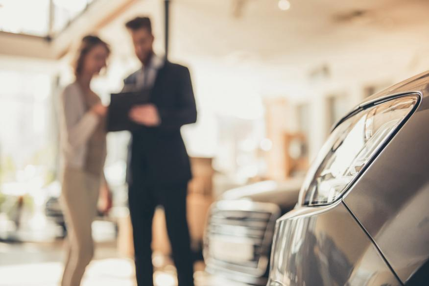Venta de coche en concesionario