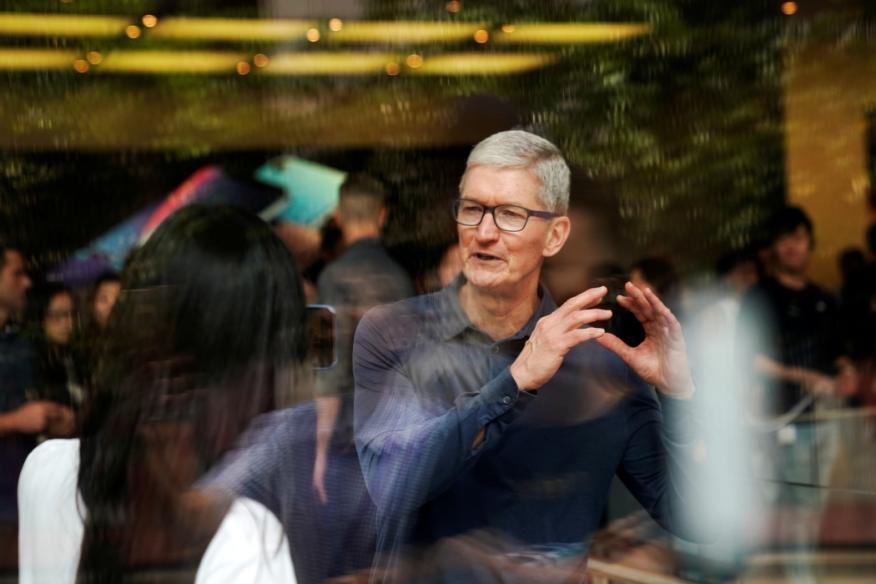 El CEO de Apple, Tim Cook, en una Apple store de Shanghai.