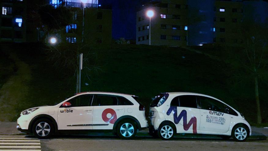 Una unidad de Wible y otra de Emov, dos operadores de car sharing en Madrid.