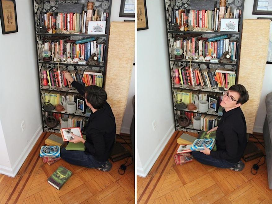 Caitlin Harper, ordenando sus libros.