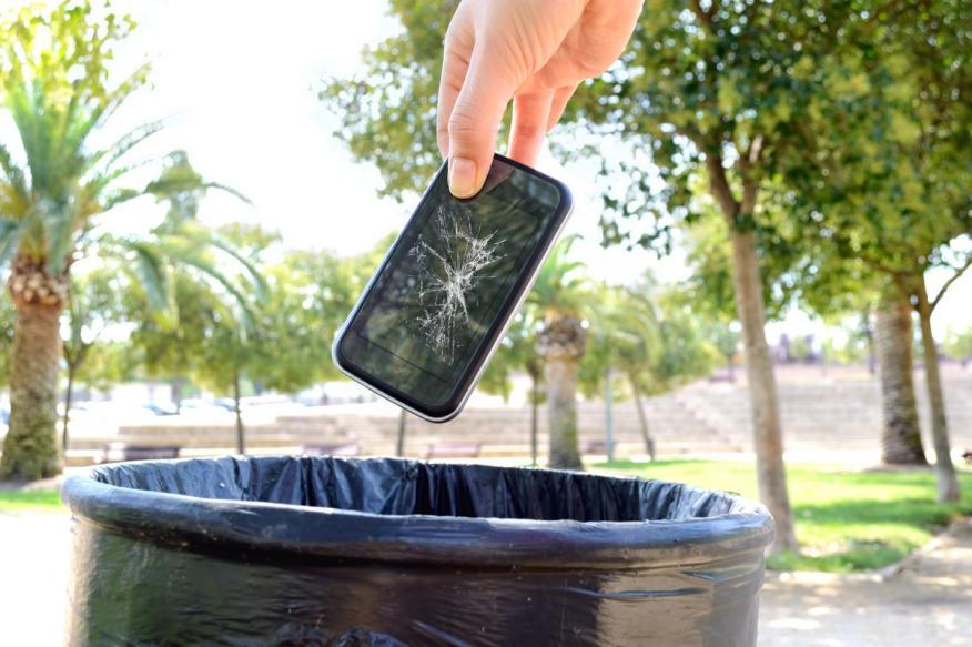 Un móvil está formado por 30 elementos químicos, y 17 de ellos son escasos o contaminan