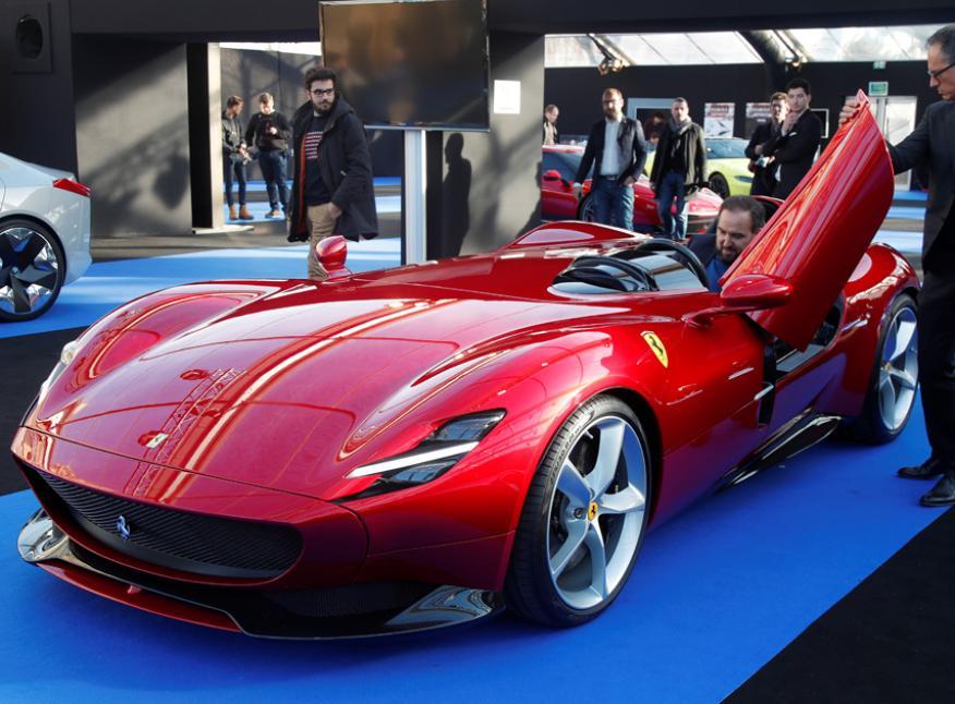 El Ferrari Monza SP1, un ejemplar de edición limitada diseñado para homenajear a la década de los 50.
