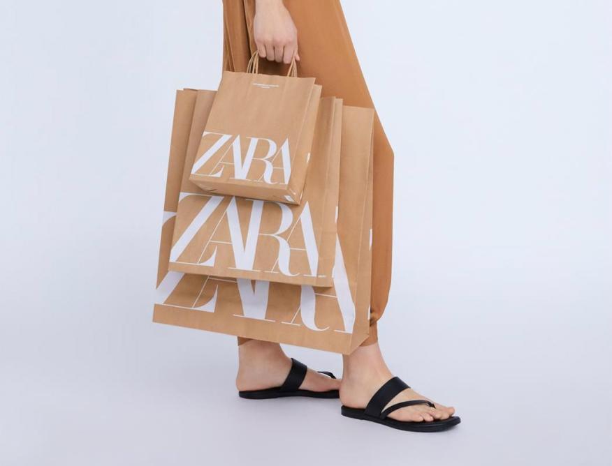 Nueva bolsa de Zara de papel con el nuevo logo.