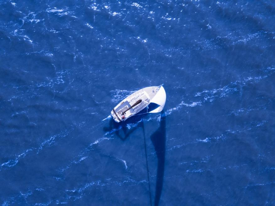 Barco velero mar