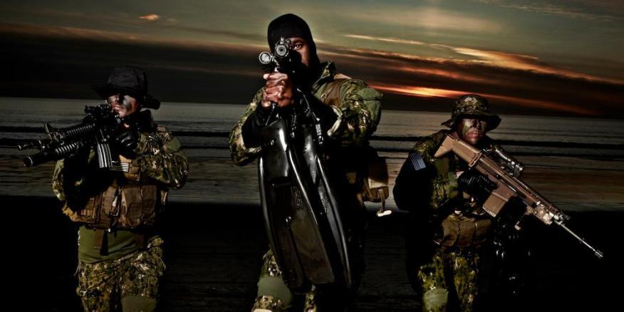 Los SEALs de la Marina están entrenados en cómo luchar contra la privación extrema de sueño.