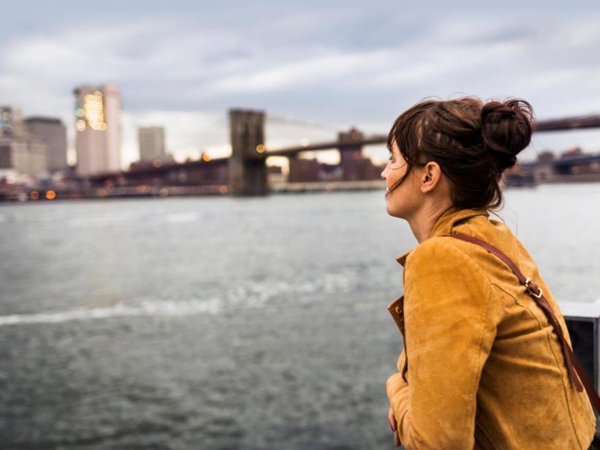 El elevado coste de vida de la ciudad de Nueva York y los altos impuestos impiden que un salario de seis cifras llegue muy lejos.